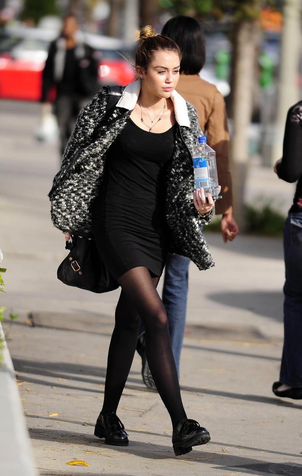 Miley cyrus pantyhose